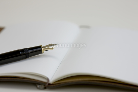 手帳と万年筆の写真素材 [FYI00040303]