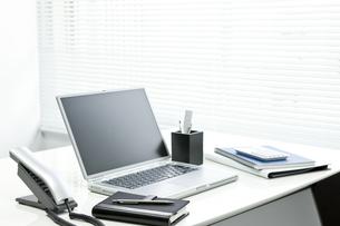オフィスデスクの写真素材 [FYI00040304]
