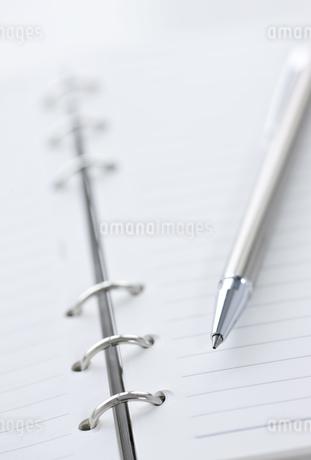 手帳とペンの写真素材 [FYI00040307]