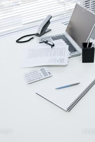オフィスデスクの写真素材 [FYI00040314]