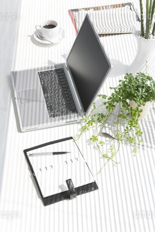 オフィスデスクの写真素材 [FYI00040364]