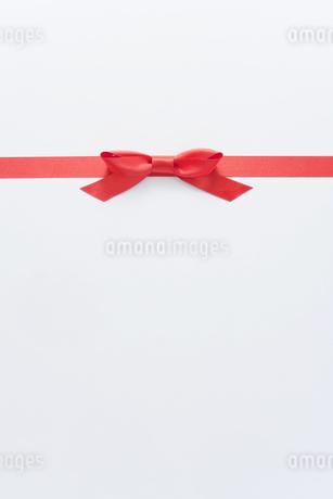 赤いリボンの写真素材 [FYI00040384]