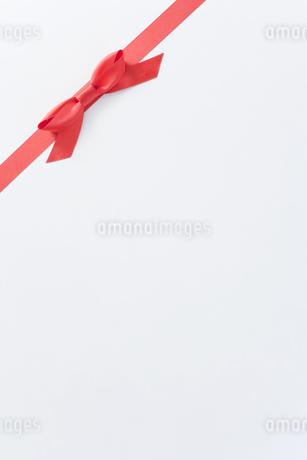 赤いリボンの素材 [FYI00040387]