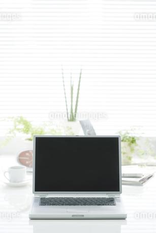 オフィスデスクの写真素材 [FYI00040389]