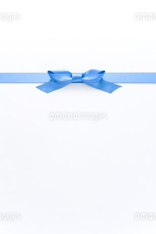 青いリボンの写真素材 [FYI00040393]