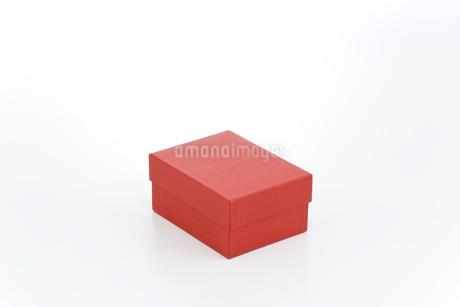 赤い箱の写真素材 [FYI00040405]