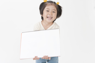 笑顔の女の子の写真素材 [FYI00040540]