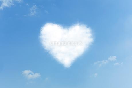 ハートの雲の写真素材 [FYI00040545]