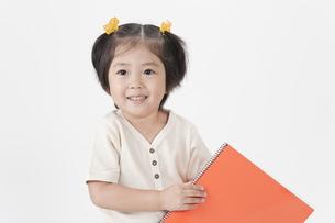 笑顔の女の子の写真素材 [FYI00040579]