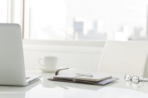 オフィスデスクの写真素材 [FYI00041052]
