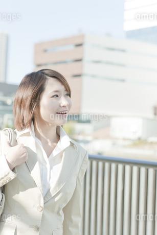 外出するビジネスウーマンの写真素材 [FYI00041135]