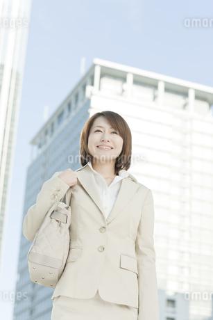 外出するビジネスウーマンの写真素材 [FYI00041145]