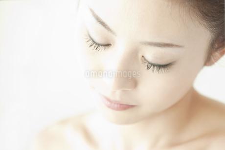 若い女性の美容イメージの写真素材 [FYI00041345]