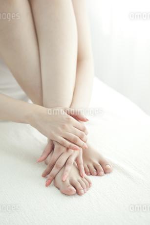 エステを受けている女性の写真素材 [FYI00041464]