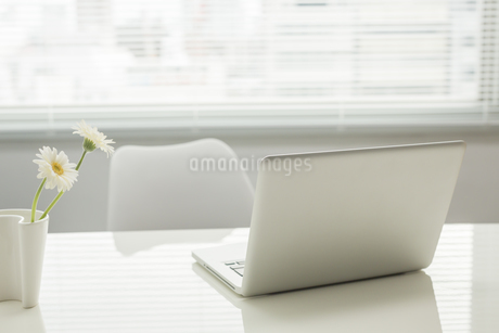 オフィスデスクの写真素材 [FYI00042027]