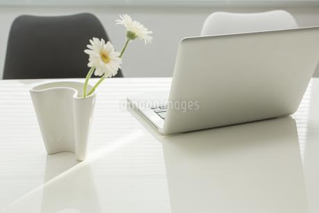 オフィスデスクの写真素材 [FYI00042033]