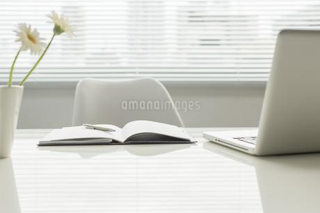 オフィスデスクの写真素材 [FYI00042034]