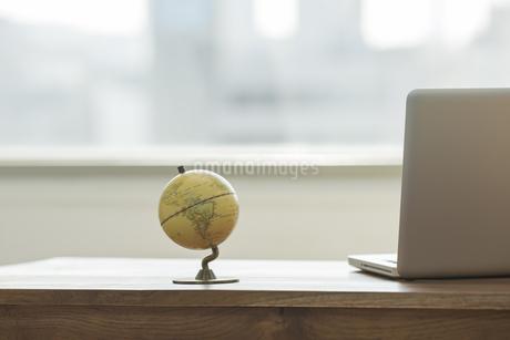 オフィスデスクの写真素材 [FYI00042108]
