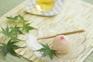 饅頭とお茶の写真素材 [FYI00042181]
