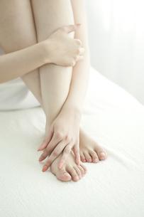 女性の足の写真素材 [FYI00042274]