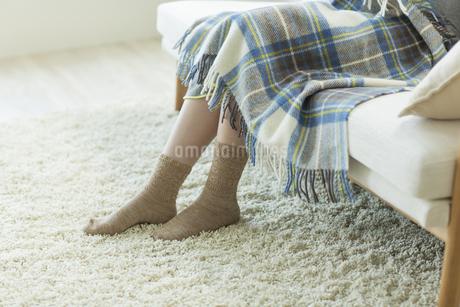 ソファに座る妊婦の写真素材 [FYI00042322]