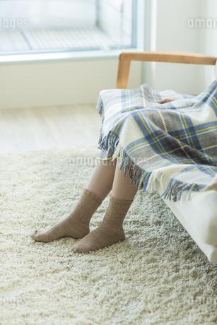 ソファーに座る妊婦の写真素材 [FYI00042340]