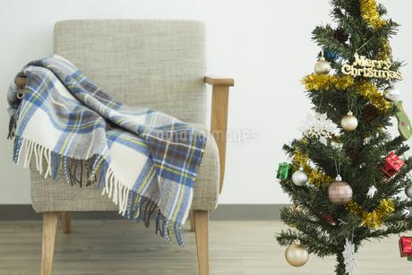 クリスマスツリーとソファの写真素材 [FYI00042378]