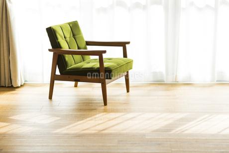部屋の中にあるソファの写真素材 [FYI00042498]