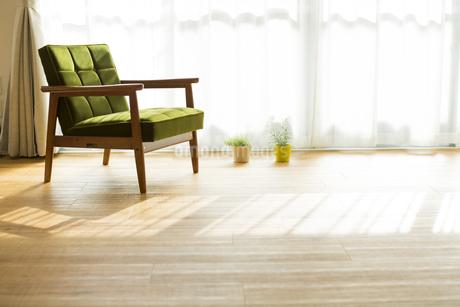 部屋の中にあるソファの写真素材 [FYI00042502]