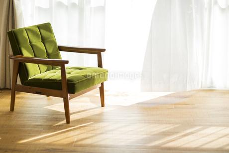部屋の中にあるソファの写真素材 [FYI00042507]