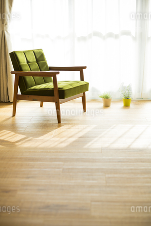 部屋の中にあるソファの写真素材 [FYI00042517]