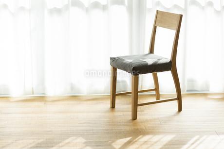 部屋の中にある椅子の写真素材 [FYI00042532]
