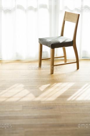 部屋の中にある椅子の写真素材 [FYI00042533]