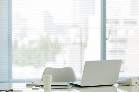 オフィスデスクの写真素材 [FYI00042566]