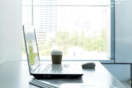 オフィスデスクの写真素材 [FYI00042605]