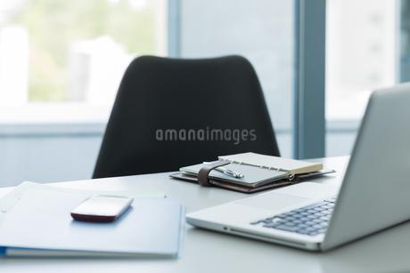 オフィスデスクの写真素材 [FYI00042630]
