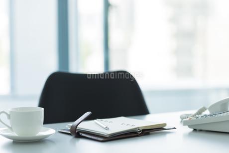 オフィスデスクの写真素材 [FYI00042639]