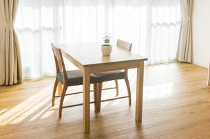 テーブルと椅子の写真素材 [FYI00042738]