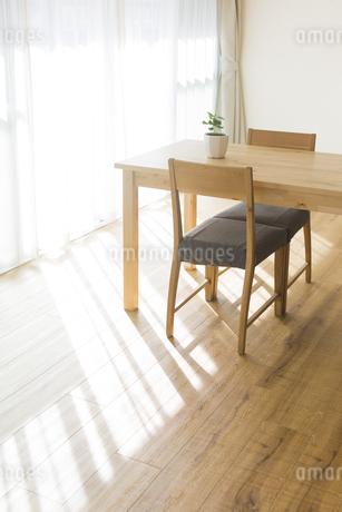 テーブルと椅子の写真素材 [FYI00042748]