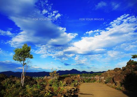 壮大な空と山々の風景の素材 [FYI00042967]