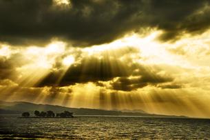 御光さす宍道湖の素材 [FYI00042974]