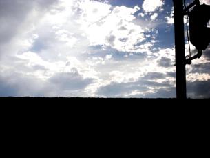 土手の空の素材 [FYI00043149]