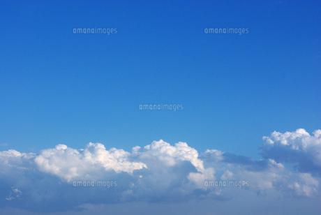 青空の向こうの写真素材 [FYI00043349]