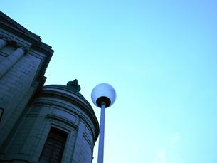 建物と空の写真素材 [FYI00043405]