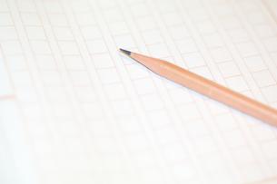 原稿用紙と鉛筆の素材 [FYI00043458]
