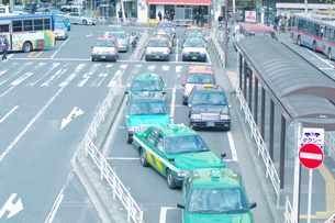 渋谷駅前のタクシー乗り場の写真素材 [FYI00043501]
