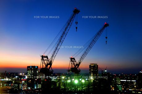 街の夜明けの写真素材 [FYI00043530]