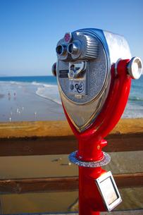 ロスの海辺の双眼鏡の写真素材 [FYI00043580]