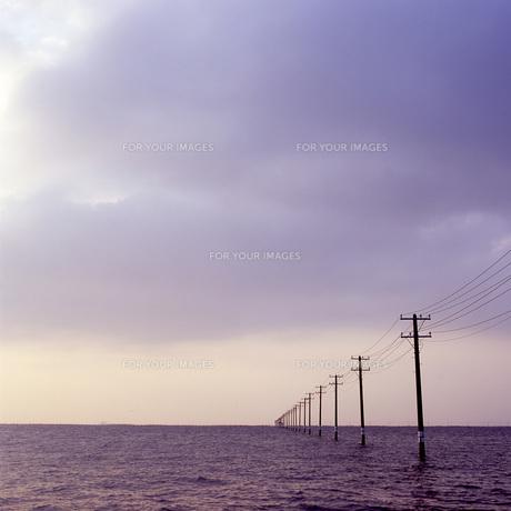 海へと続く電柱の素材 [FYI00043693]