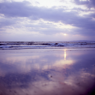 片瀬海岸の夕景③の素材 [FYI00043711]